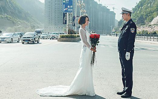 """发生在延安的这一幕只用了几分钟,准新娘说""""我能理解他,他没时间找我,只能我去找他了"""""""