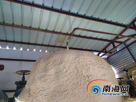 海南华绿食品冷冻有限公司厂房内的氨气泄漏点。(南海网记者姜飞摄)