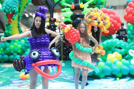 气球服饰展图片
