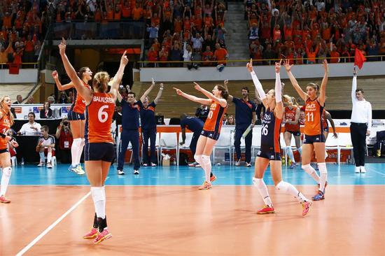 荷兰女排庆贺