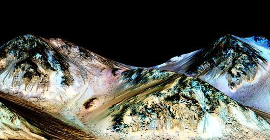 """美国宇航局有关火星的""""重大发现""""已经发布:科学家们确认在当今的火星地表仍然有液态水体存在。"""