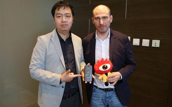新浪科技采访Yota Devices CEO弗拉季斯拉夫-马丁 诺夫