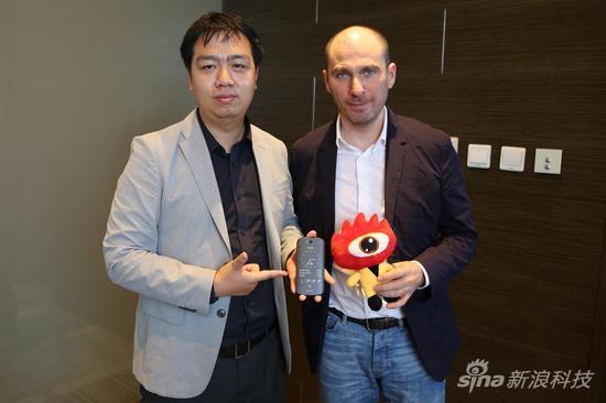 新浪科技采访Yota Devices CEO弗拉季斯拉夫-马丁诺夫