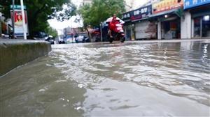 奉化锦屏南路与城基路交叉口严重积水