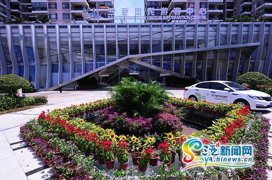 9月30日,正式运行的三亚市民游客中心是在三亚免税店旧址的基础上改造而成。(三亚新闻网记者沙晓峰摄)