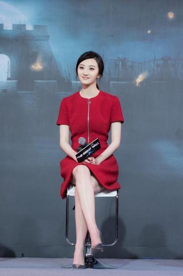 景甜身着Dior Pre-Fall早秋连衣裙出席《长城》电影发布会