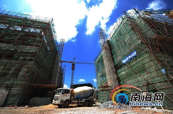 海南生态软件园规模企业区正在施工。(南海网记者李晓梅摄)