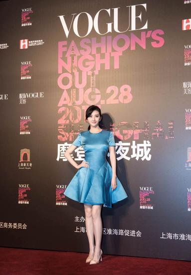 景甜身着Dior蓝色连衣裙出席Vogue FNO活动