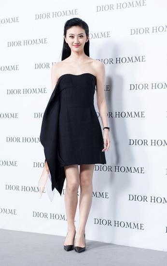 景甜身着Dior黑色One-Piece连衣裙亮相Dior Homme北京大秀