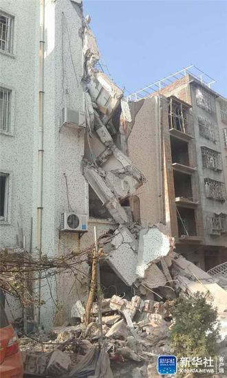 9月30日拍摄的广西柳城县畜牧局路段的爆炸现场。