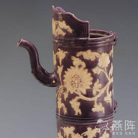 紫地白花纏枝蓮紋多穆壺