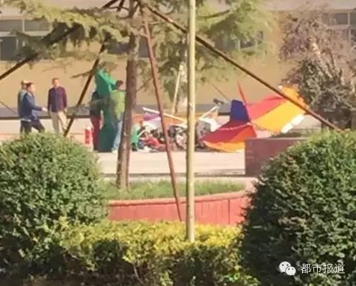河南新乡观光飞机坠落致3人死亡(图)|观光飞机坠落_新浪新闻