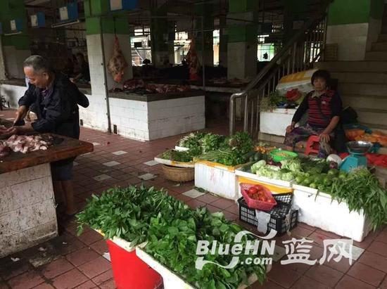 """铺前镇农贸市场正常营业,但仅有""""零星""""市民光顾"""