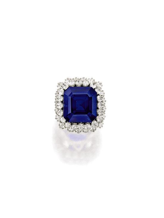 27.68卡拉方形天然克什米尔蓝宝石镶钻戒指