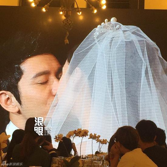 黄晓明杨颖婚礼现场甜蜜接吻