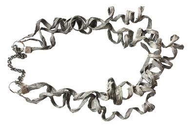 路拉系列项链  Hadas Levin哈达斯·列文  首饰作品,风格优雅,极有诗意。还不断开发新工艺和尝试新材料,因而她的作品总是不落俗套,当代感很强。