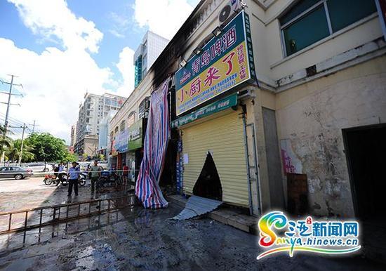 10月9日,发生火灾的三亚市天涯区金鸡岭路建材店。(三亚新闻网记者沙晓峰摄)