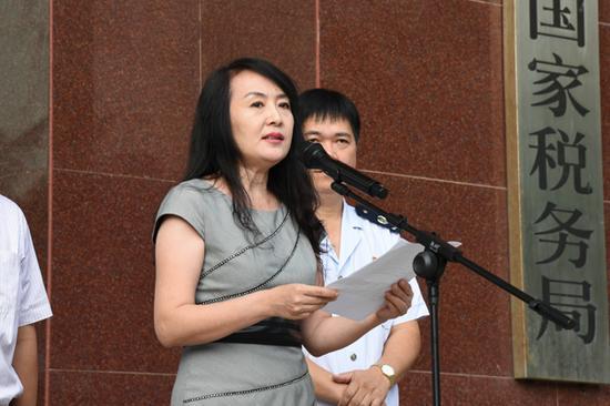 省国税局党组成员、总会计师裴荣致辞,并宣布金税三期工程在海南成功上线。