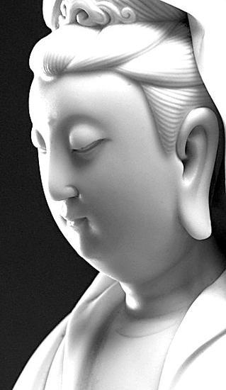 明德化窑白釉观音坐像(局部) 明 高28厘米,底座径13.3厘米