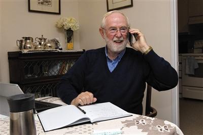 阿瑟·麦克唐纳,加拿大物理学家、萨德伯里中微子天文台研究所主任,1943年出生。加州理工学院物理学博士,1982年至1989年在美国普林斯顿大学任物理学教授。现任加拿大女王大学戈登和帕特里夏灰色粒子天体物理主席。