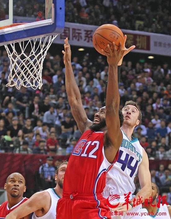 NBA中国赛深圳开打 林书豪鸡冠发型亮相