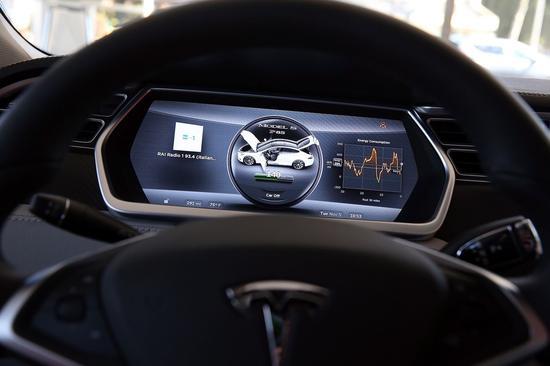 马斯克:周四请晋级软件 特斯拉立刻有主动驾驶