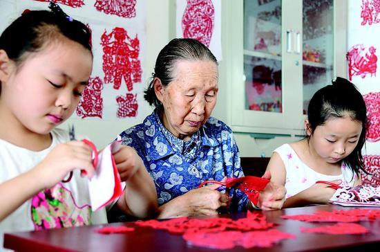 剪纸是孝义的一门传统手艺