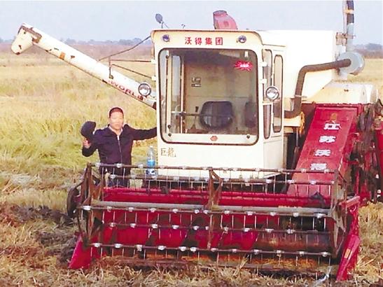 在俄罗斯乌苏里斯克市,陈庆福包下7500亩稻田10年承租权。