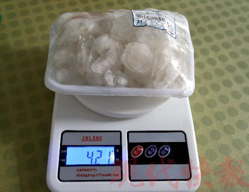 超市里的冻虾仁,买回家冻结后虾仁的分量约莫剩下1/4