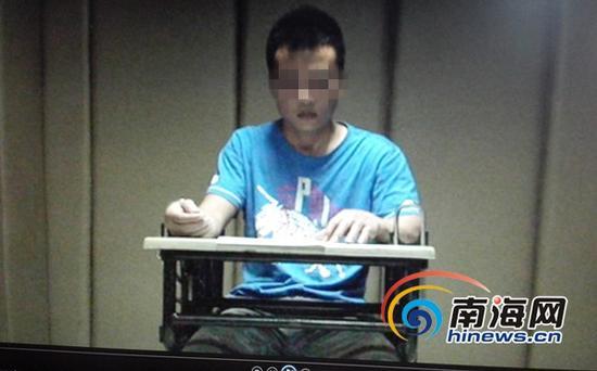 被抓获的犯罪嫌疑人刘某彩(南海网记者陈望翻拍)