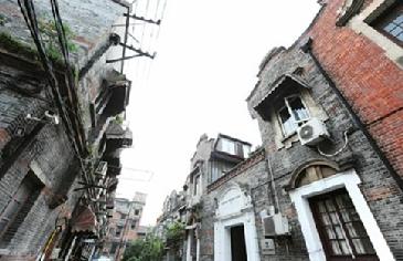 位于泰兴路上的老石库门建筑。