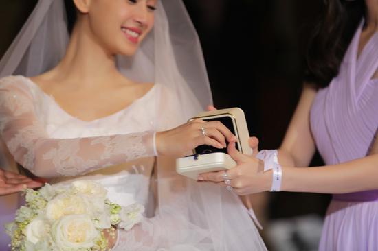 【新珠宝】黄晓明为baby设计婚戒 童话婚礼只为不留遗憾