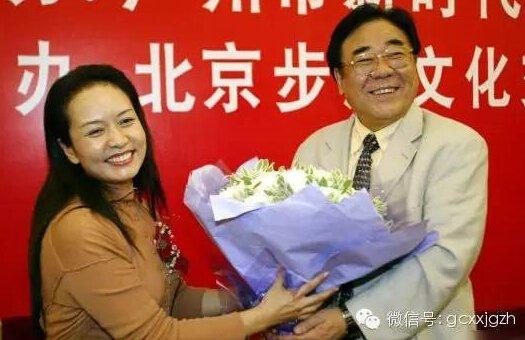 2004年9月,彭丽媛与老师金铁霖