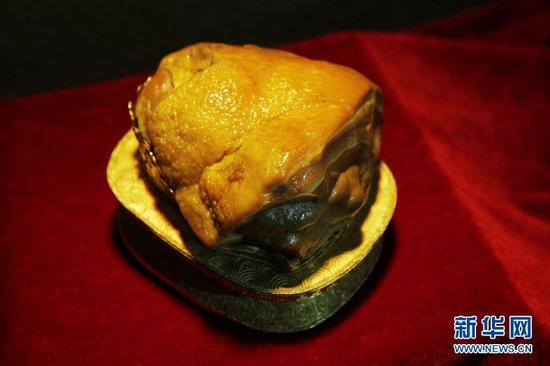 """这是10月11日拍摄的""""东坡肘子""""肉石。"""