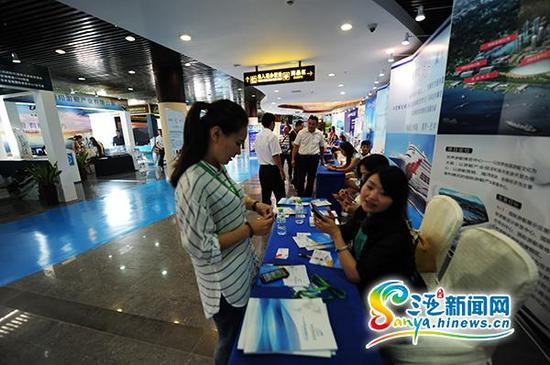 10月16日,海南省商务厅和海南省口岸办在三亚凤凰岛邮轮港联合举办了海南邮轮游艇产业招商推介会。(三亚新闻网记者沙晓峰摄)