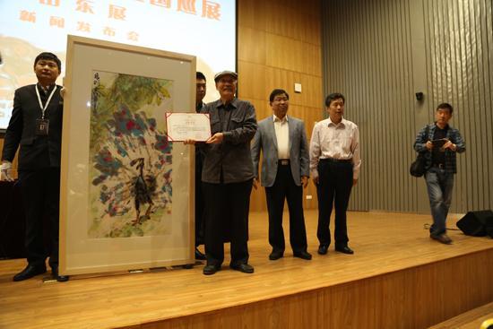 山东美术馆为齐辛民先生颁发收藏证书