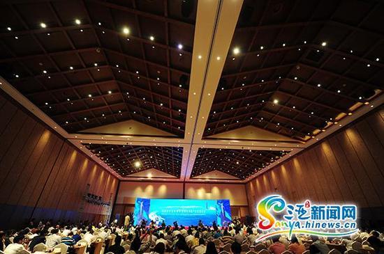 10月16日,2015海南国际旅游岛邮轮游艇发展大会三亚开幕。(三亚新闻网记者沙晓峰摄)