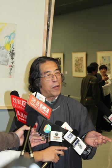 著名评论家刘曦林接受媒体采访