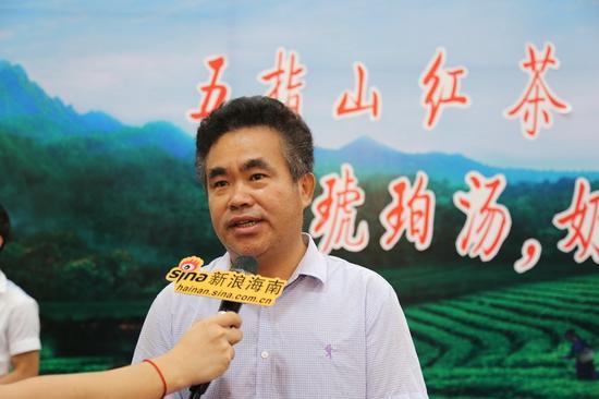 五指山工商局局长卢国文接受采访