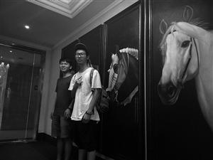 吴德堪(右) 资料图片