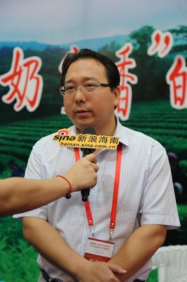 五指山市副市长岳国华接受采访