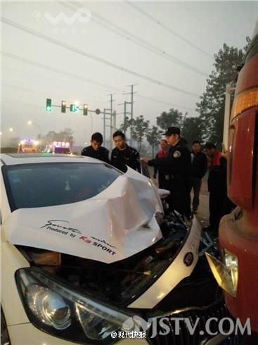 女子与丈夫发生矛盾故意撞车