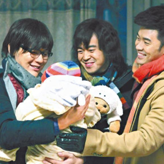 李晨(左)在新《三奶爸》中常要跟小孩子演手