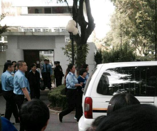 9月16日下午,王庸晋和魏武被从自家的别墅里被带走