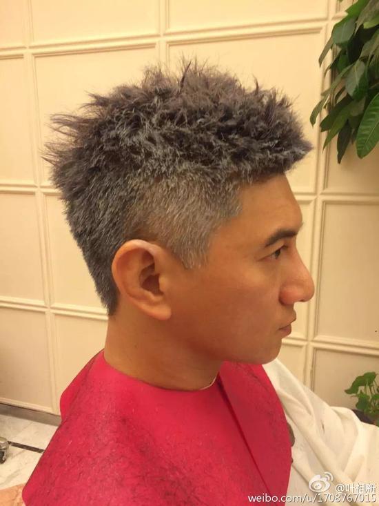 染了白发的吴奇隆