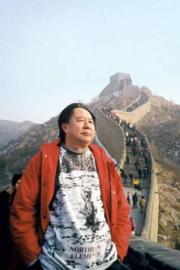 1998年末,牟其中在长城(被捕前的最后一张照片)