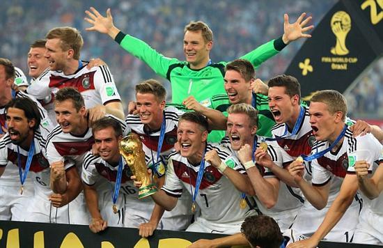 德国队捧起2014年世界杯冠军
