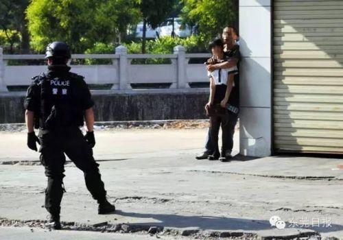 东莞被狙劫匪遇超淡定女人质:死就死呗