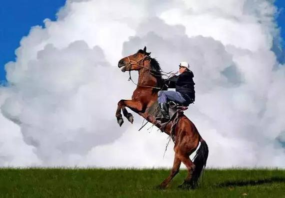 亲历:穿越越界呼伦贝尔草原骑马射箭图片