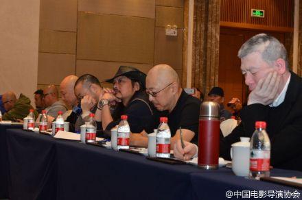 冯小刚参加会议